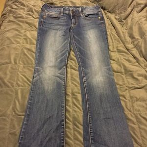 Size 8 regular AE Jeans.